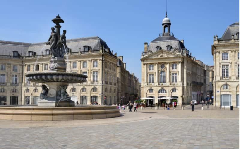 Bordeaux : une toile géante pour dire merci aux soignants