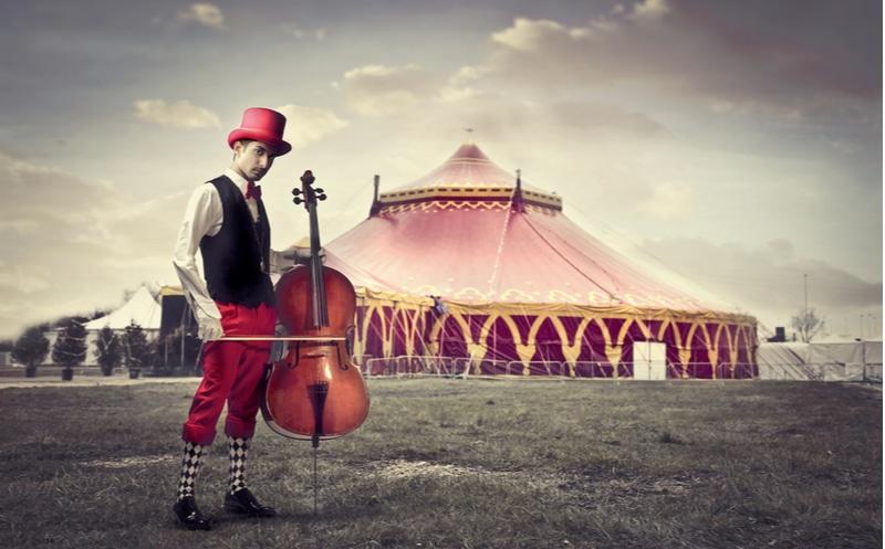 homme violon cirque