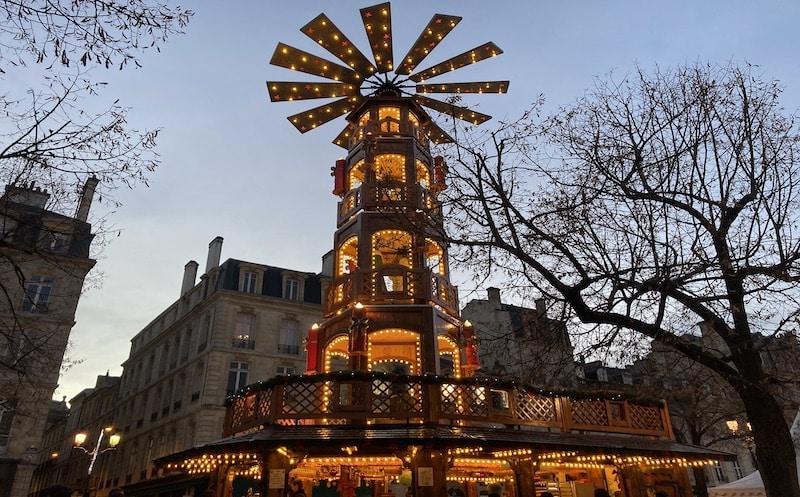pyramide Noël allées Tourny