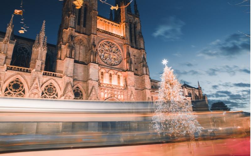cathédrale pey berland nuit